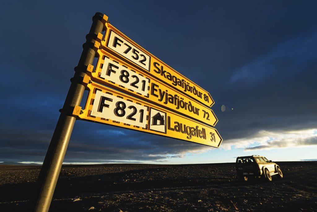 Hinweisschild, Hochlandpiste, Island, Jeep