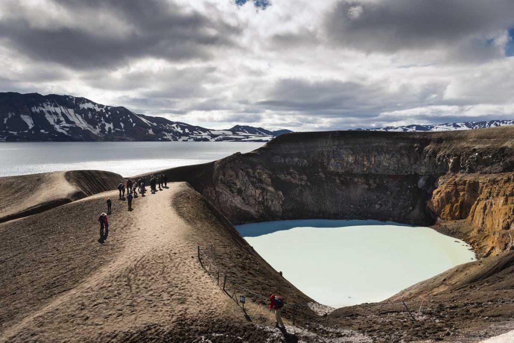 Links Öskjuvatn, rechts der Kratersee Viti.