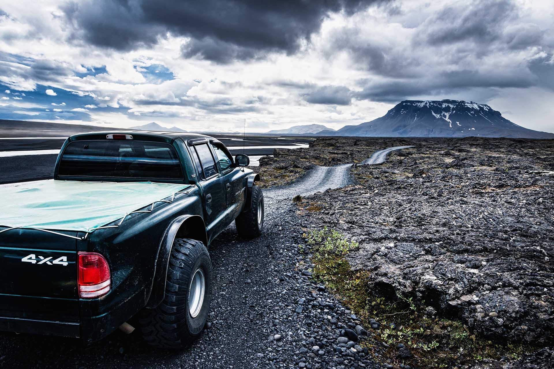 Jeep im Hochland von Island