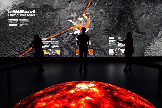 Ausstellung über Vulkane und Lava