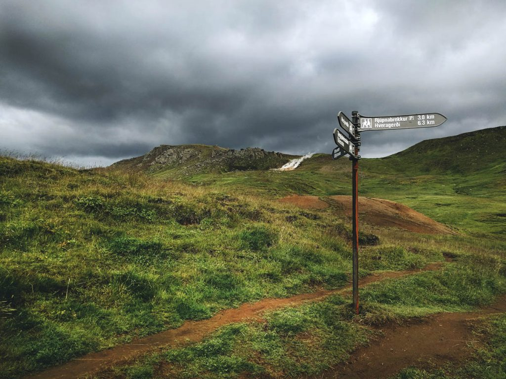 Gute Beschilderung der wanderwege im Reykjadalur
