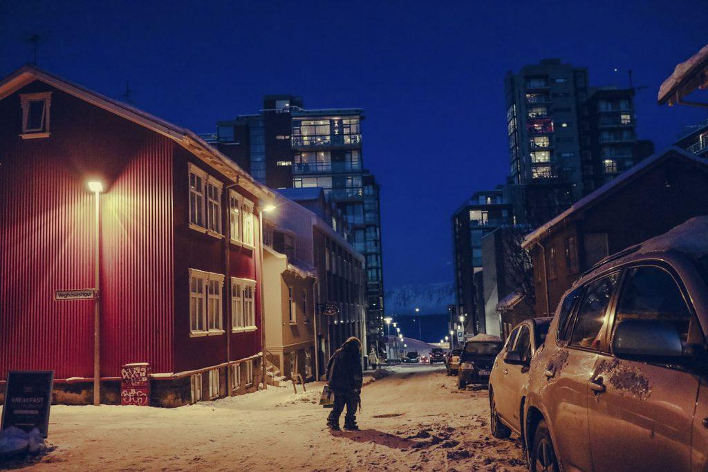 Islands Hauptstadt Reykjavík tiefverschneit